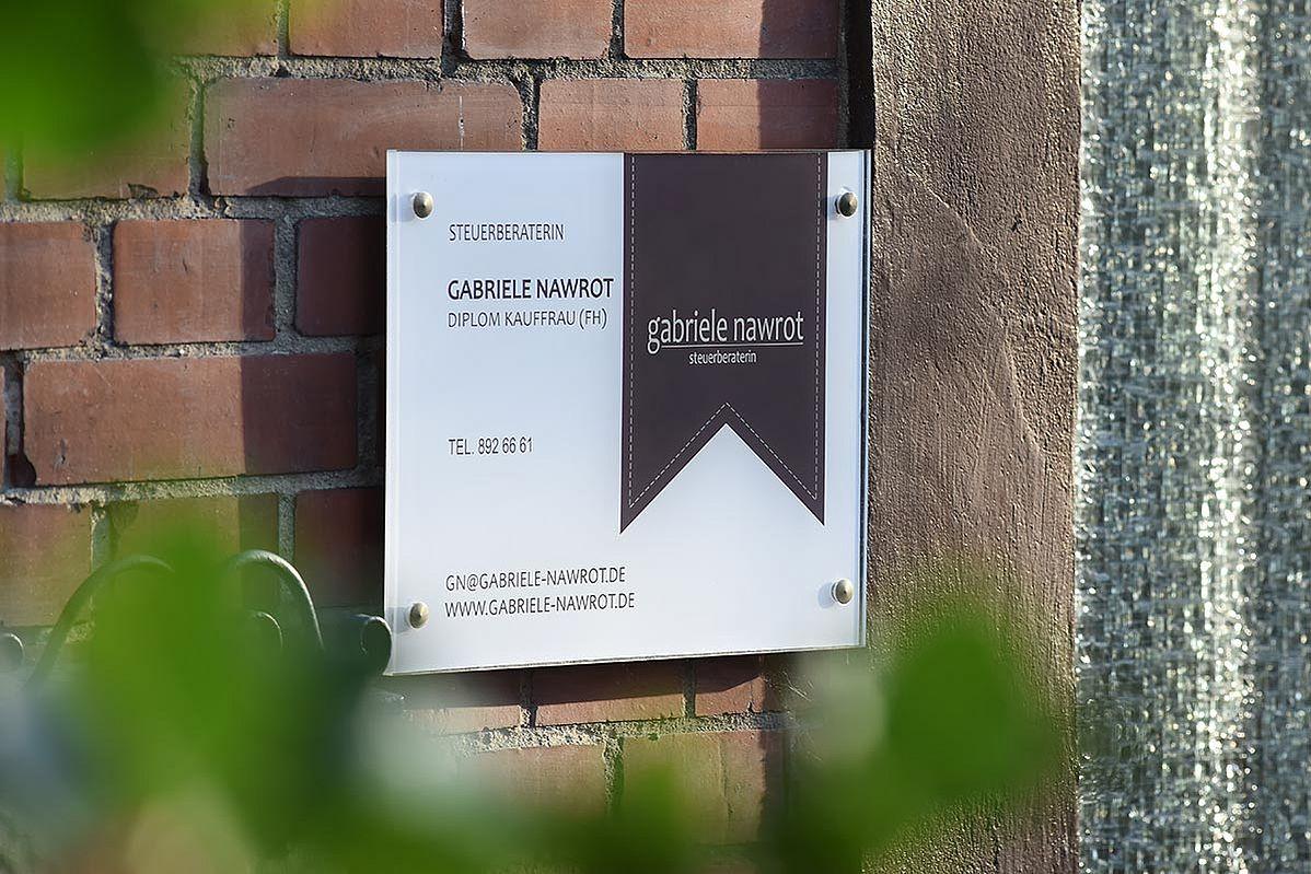 Türschild mit Logo Gabriele Nawrot außen