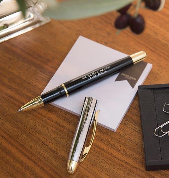 Stift und Papier für den Kontakt